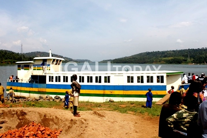 A Ferry President Kagame offered to Nkombo Island residents to help them connect to mainland. The President has promised to provide the resident with another large vessel.
