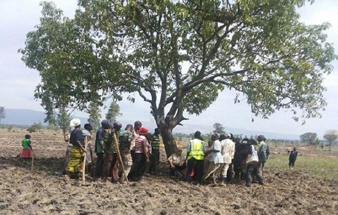 Howard Buffett Flies To Rural Rwanda To Meet Farmers