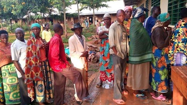 Rwandans queuing to vote for district council representatives