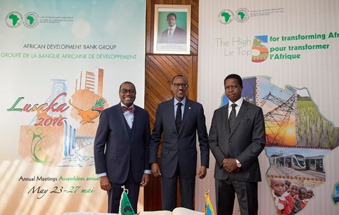 President Kagame (c) in Lusaka, Zambia for the 51st AfDB meeting