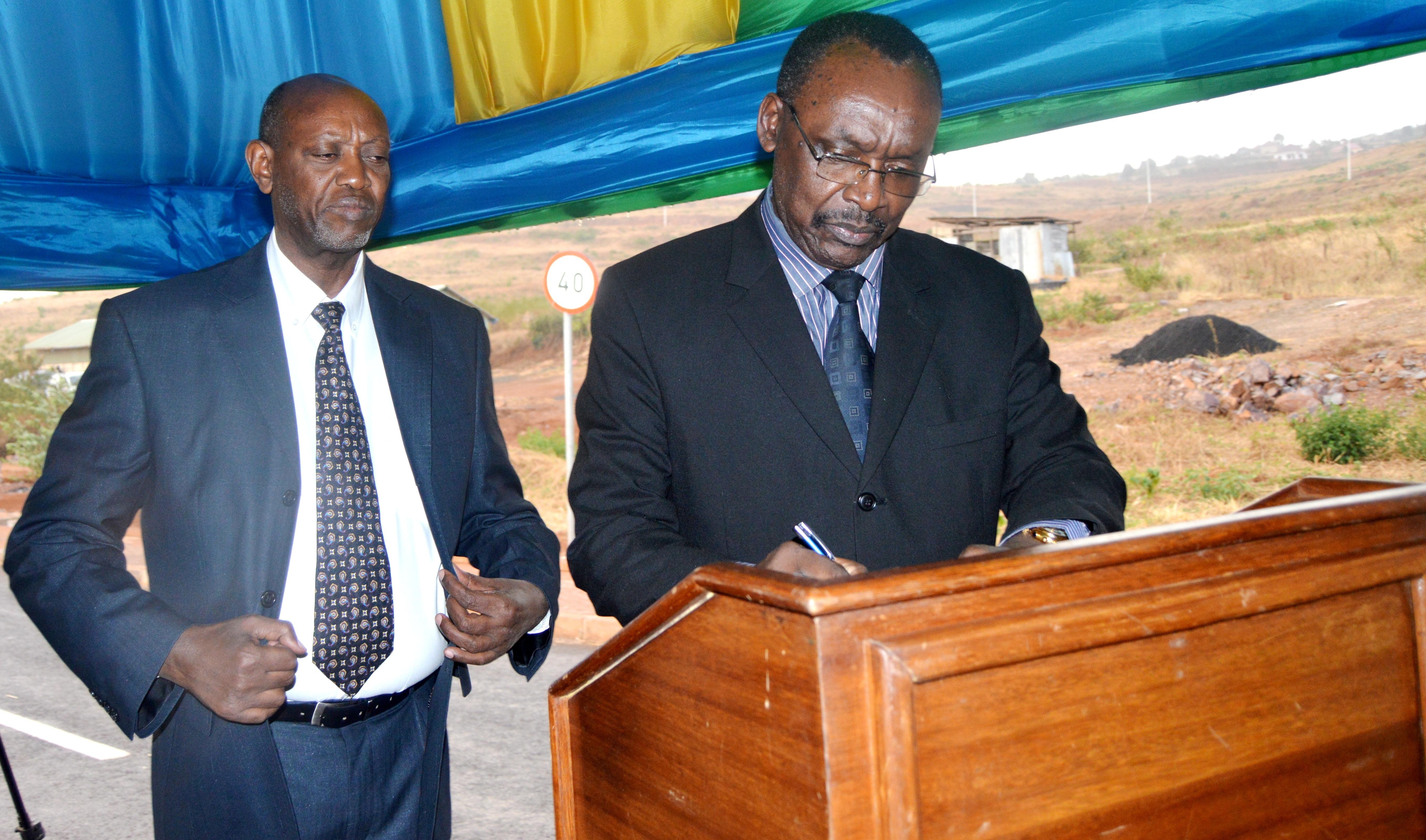 Rwanda's Minister of trade and industry Francois Kanimba signing
