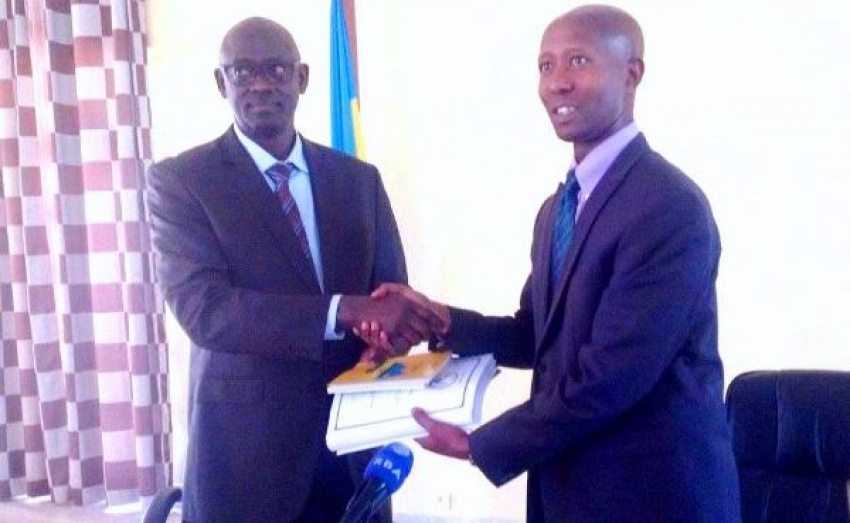 Former Internal Security Minister Sheikh Musa Fazil Harelimana (r) handing over to Minister of Justice Johnston Busingye(l)