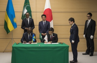 Kagame, Japan Prime Minister Witness Signing of Nzove Water Project