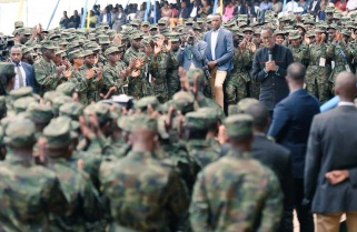 Kagame Encourages Young Rwandans to Join the Army