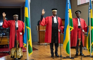 Kagame Demands Hard Work from New Sworn-in Leaders