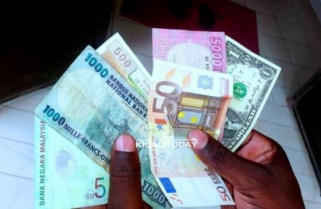 Dollar & Pound Maintain Higher Exchange Power