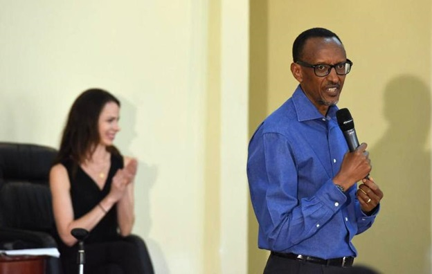 President Kagame lecturing members of Global Health Corps as Barbara Bush looks on.