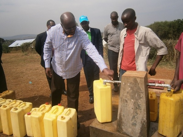 Infrastructure Minister James Musoni commissions public clean water tap