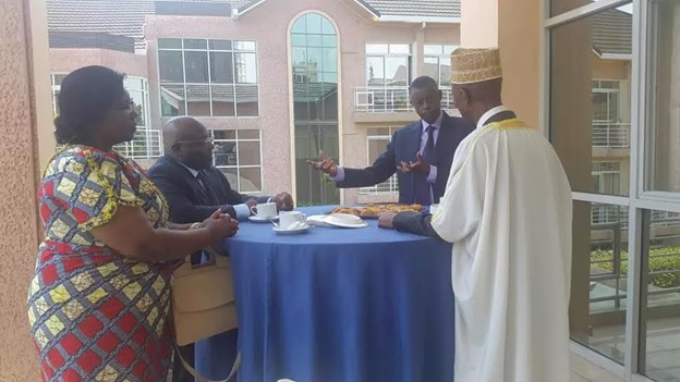 Background: Defense Ministers Kabarebe and Mukena, taking a break from the talks with Rwandan minister of disaster preparedness and refugee affairs Seraphine Mukantabana, and Internal Affairs Minister Sheikh Musa Fazil Harelimana (Photo: Twitter/@albcontact)