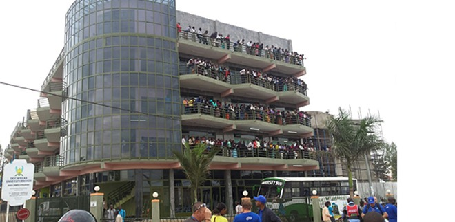 Fans on top a building waiting to witness the flagging off of the race