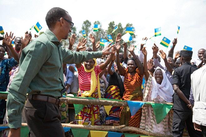 m_perezida-kagame-aravuga-impamvu-abagore-bafatwa-nk-amata-y-abashyitsi-mu-rwanda_5592b50d14899