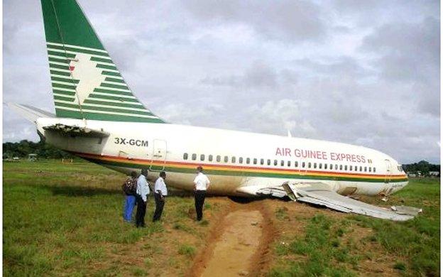 A crashed Air Guinée aircraft