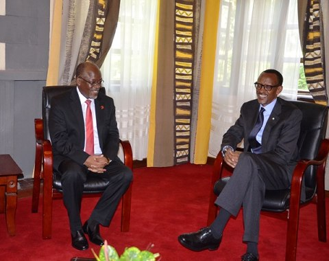 President Kagame held talks with Tanzania counterpart and EAC summit host President John Pombe Magufuli. The two leaders are leading an ambitious anti-grant campaign across the region