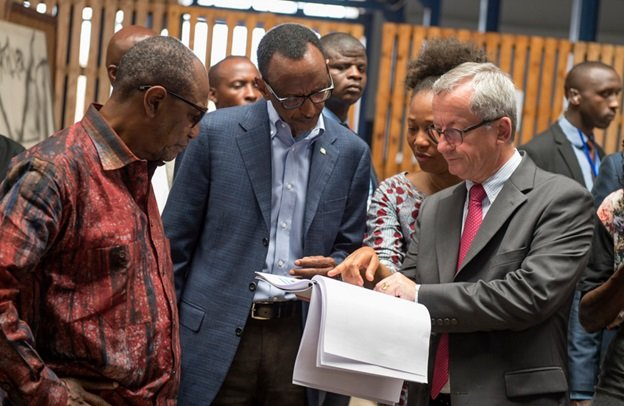 President Kagame (c) visits the Port | Conakry, 9 March