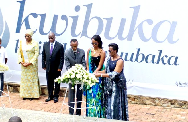 President Kagame and First Lady lay a wreath as Tanzania's President Magufuli and first lady look on