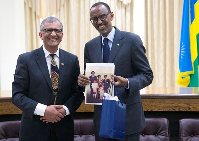 President Kagame receives a gift