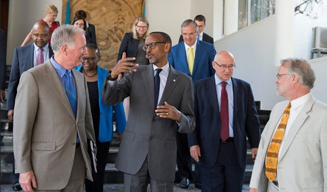 President Paul Kagame interacts with Master Card delegation