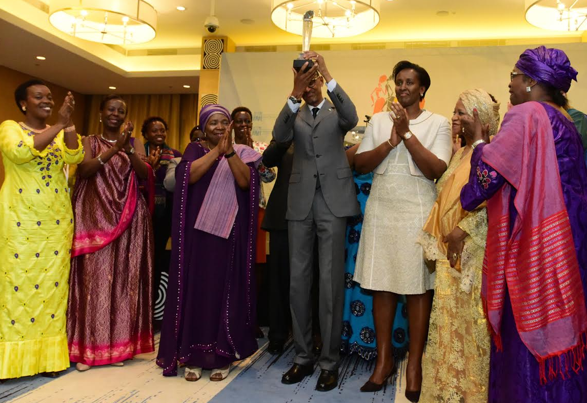 Members of the African women Movements in a group photo with President Kagame after receiving the Gender Champion Award