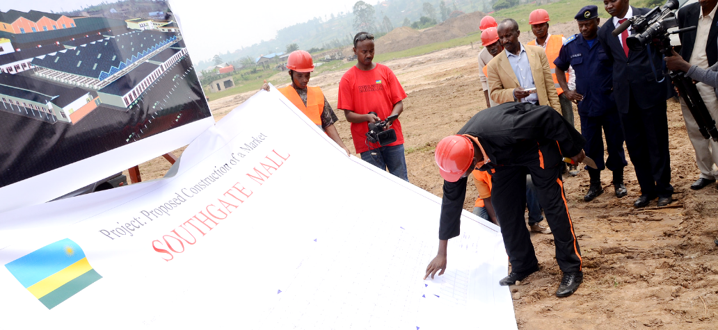 Kamonyi district officials shown South gate Mall architectural plan