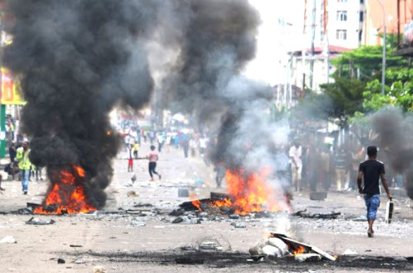 Congolese Protesters set streets on fire