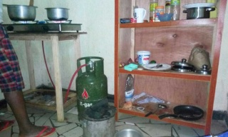 Gas Stove Fails To Take Over from Charcoal