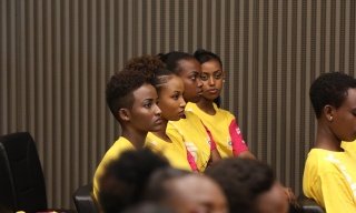 Miss Rwanda Contestants Asked to Join the Smart Phone Access Campaign