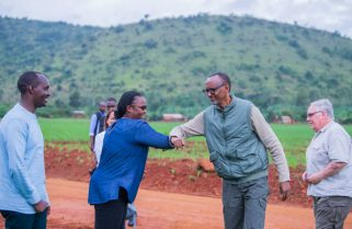 Video: No Handshake – Kagame Leads By Example