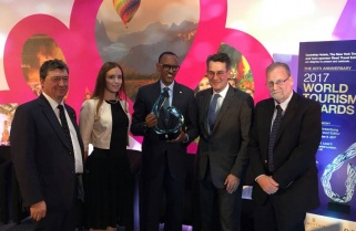 Kagame Receives Tourism Award, Courts More For RwandAir