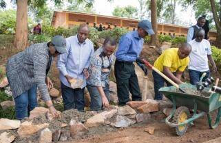 President Kagame, First Lady Join Rwandans in Umuganda