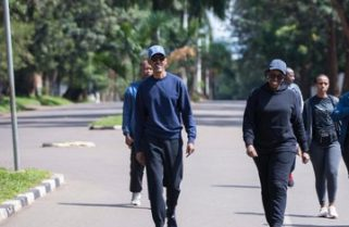 Coronavirus:Kagame, First Lady Take a Walk in Neighbourhood as Part of Car Free day