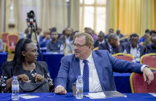 Pastor Rick Warren Sympathizes with Rwandan Teenage Girls