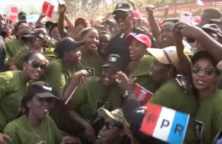 Kagame Receives Warm Welcome by Spouses of Military Officers