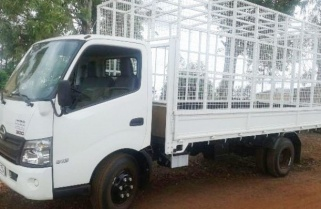 Kagame Donates Truck To Coffee Growers