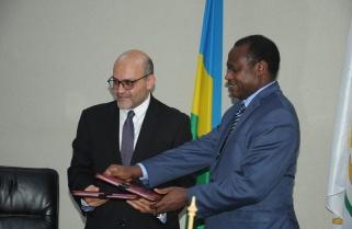 Rwanda, World Bank Sign $ 20M for Public Fund Management Training