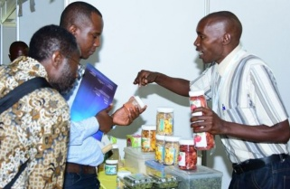 200 Farmers Exhibit Products to Attract Financing